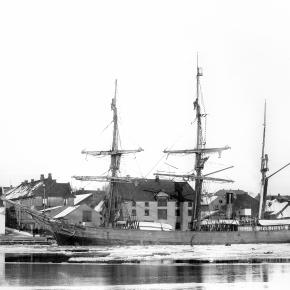 Ishavsskuta Morgenen – tilhørende Svend Foyn  – Fotograf Larsen – Slottsfjellsmuseets fotoarkiv